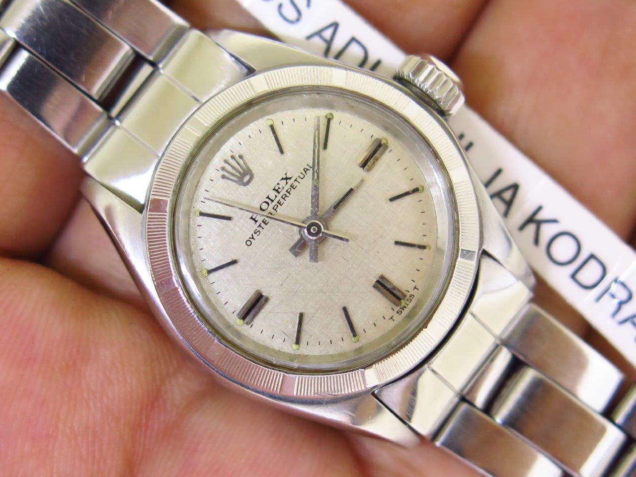ROLEX OYSTER PERPETUAL SILVER LINEN DIAL LADY WATCH 26mm - ROLEX 6623