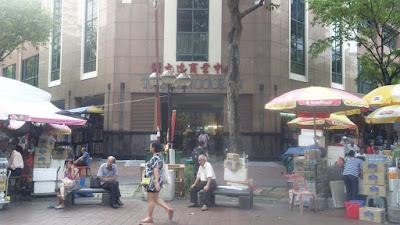 Pedagang Kakilima di Bugis Street