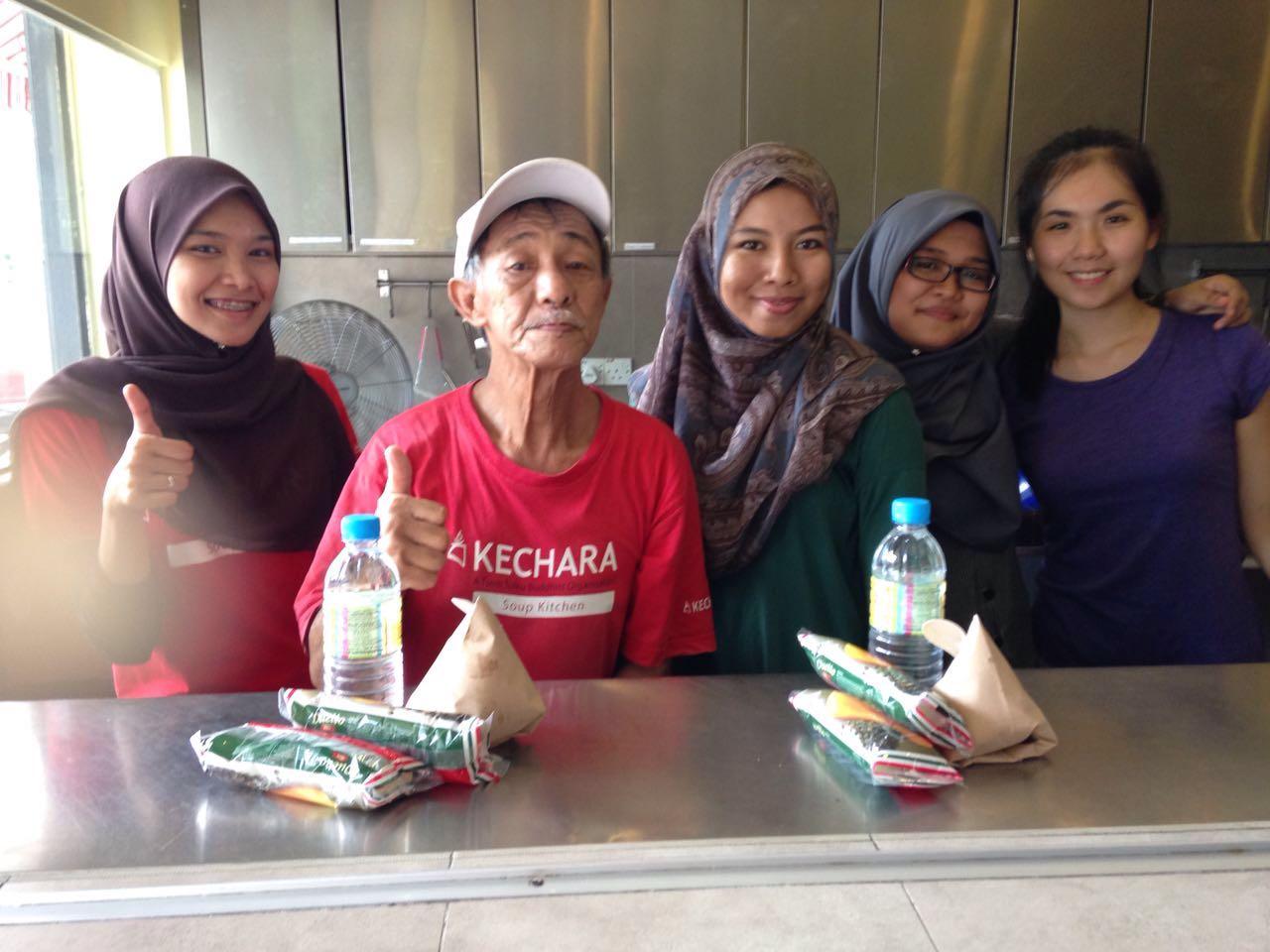 Volunteers From University Of Malaya :)
