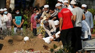 Penggali Kubur Muslim di India Abaikan Protokol Kesehatan