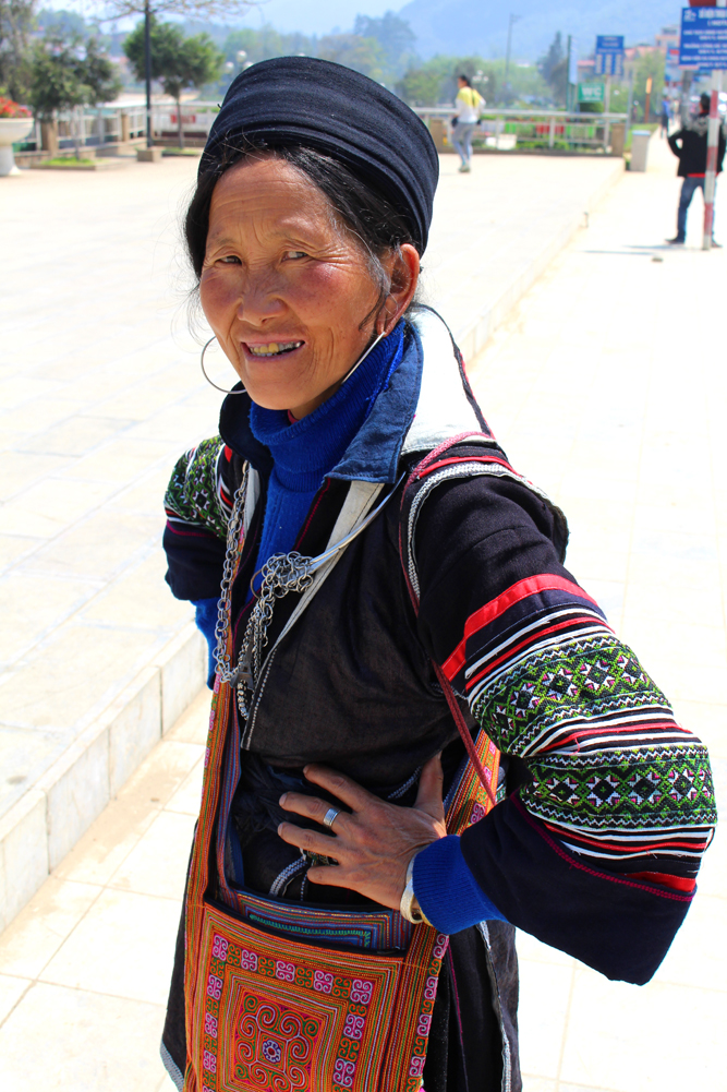 Black Hmong lady in Sapa, Vietnam - travel blog