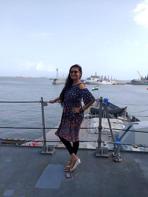 sexy and most beautiful photos of Bhojpuri singer Priyanka Singh
