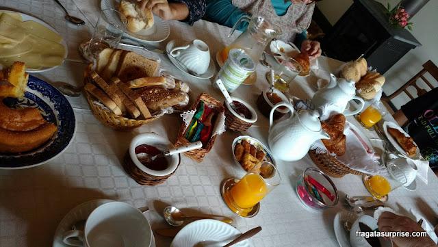café da manhã da hospedaria rural Casa São Faustino de Fridão, em Amarante