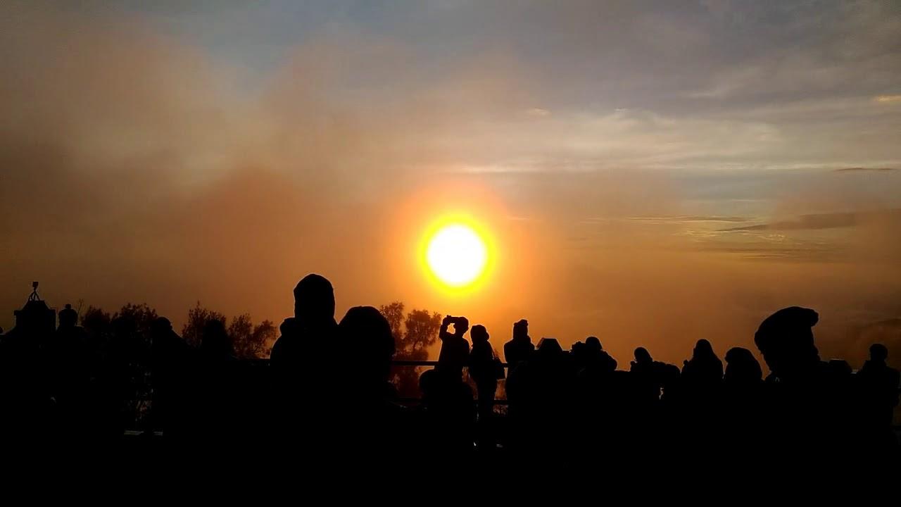 Detik-detik Matahari Terbit Sunrise di Gunung Bromo