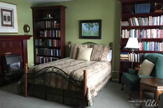 Spacious and cozy Library room at Riter Mansion bed and breakfast in Logan Utah