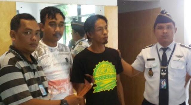 Membawa Badik, Lelaki Ini Diamankan Petugas Bandara Makassar