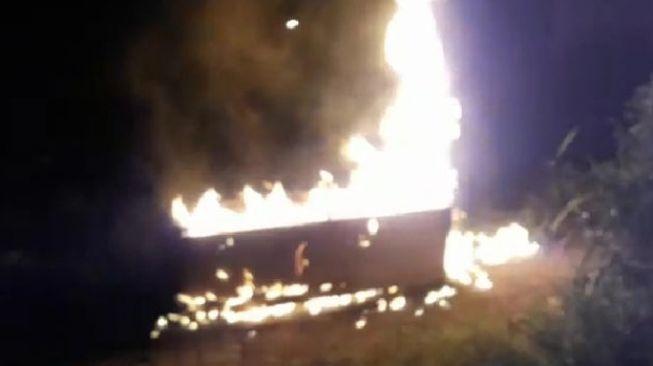 Astaga! Warga Nekat Ambil Paksa Jenazah COVID-19 Lalu Peti Matinya Dibakar