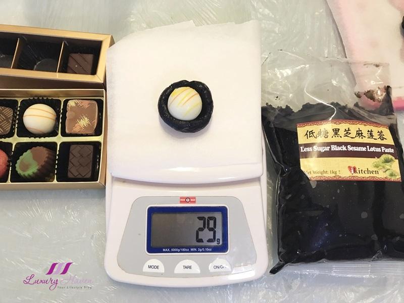 Hello Kitty Snowskin Mooncakes with Chocolates ( 巧克力冰皮