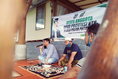 RESES: Politisi PKB HL. Pelita Putra saat program reses di Desa Darek kemarin