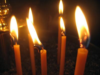 Αποτέλεσμα εικόνας για θεια λειτουργια μνημοσυνο,ευχαριστια,κεριά