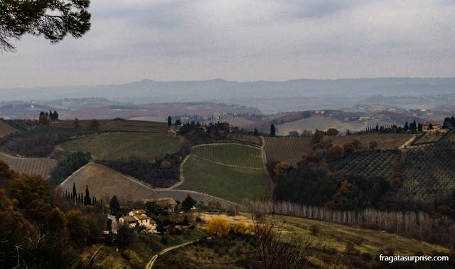 trilha em torno da muralha de San Gimignano