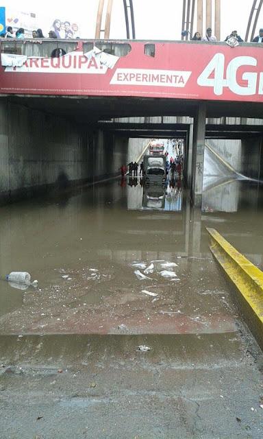 A Ponte Venezuela em Arequipa sofre de tempos em tempos com as inundações.