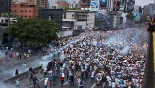 El presidente Nicolás Maduro ordenó la evacuación del hospital, en el que había 54 niños, según Delcy Rodríguez