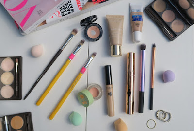 Correctors, concealers and brushes