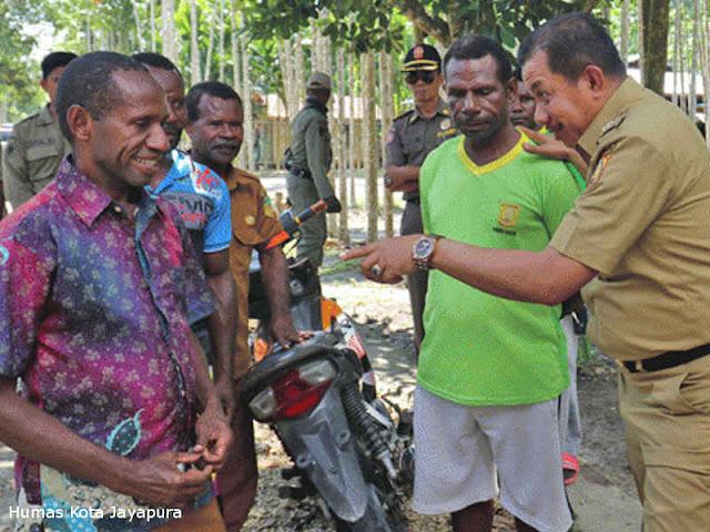 Rustan Saru Lakukan Sidak ke Sejumlah Sarana Perkantoran Pemerintah Kampung