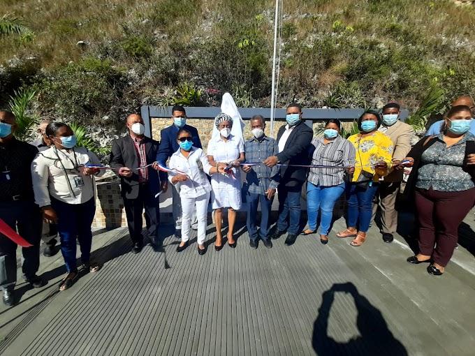 Alcaldesa Danilsa Cuevas desveliza busto en honor a Duarte