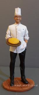 statuetta personalizzata cuoco modellino persona in miniatura  idea regalo statuina uomo con occhiali milano orme magiche
