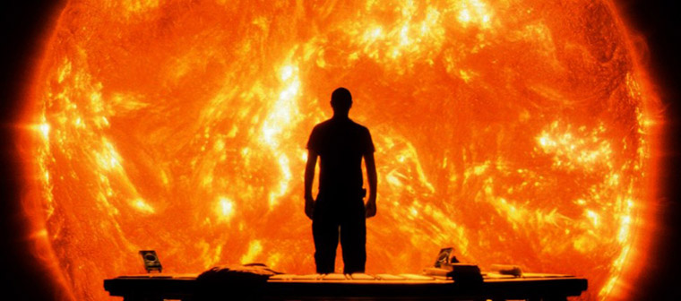 Searle (Cliff Curtis) im Angesicht der Sonne in SUNSHINE (2007). Quelle: 20th Century Fox