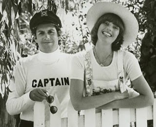 https://commons.wikimedia.org/wiki/File:Captain_and_tennille_1976.jpg
