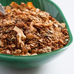 Domaća granola sa heljdom, orašastim plodovima i sjemenkama, zaslađena urmama