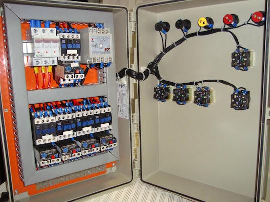 Atividade em Comandos Elétricos - Acionamento de 5 motores elétricos