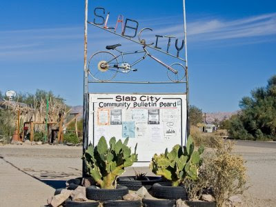 Cartel informativo de entrada a Slab City