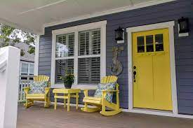 Cat Pintu Kayu kuning