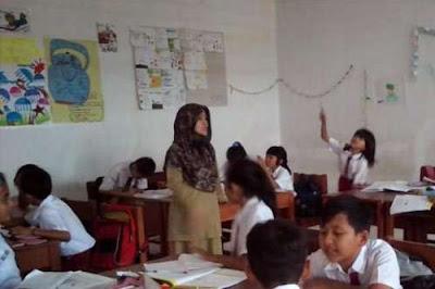 Indonesia Kekurangan 460.542 Guru SD