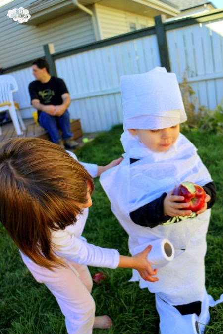 Easy Halloween Party Ideas - wrap a mummy! Click through for tons of other ideas for Halloween games and activities.