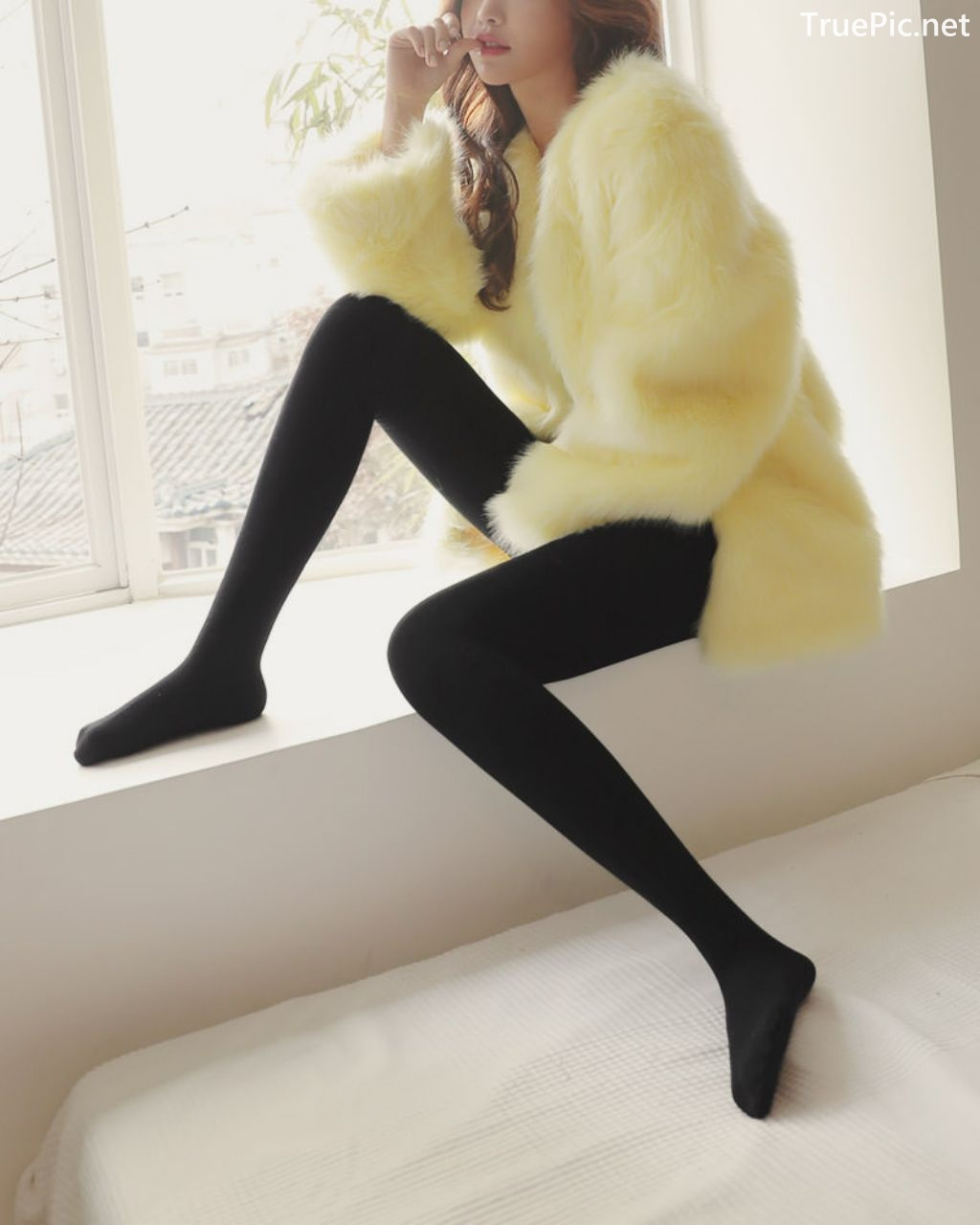 Image-Korean-Fashion-Model-Jin-Hee-Black-Tights-And-Winter-Sweater-Dress-TruePic.net- Picture-5