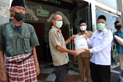 Makmurkan Umat, Masjid Agung Brebes Bagi Beras Terdampak Pandemik