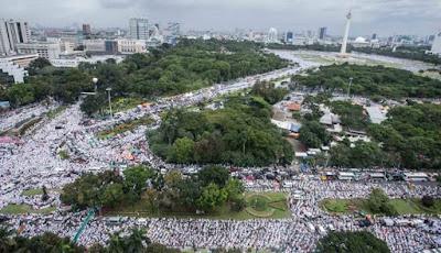 aksi damai umat islam 212 di jakarta