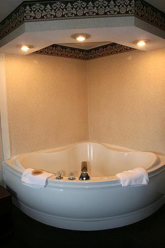 ROSE WOOD FURNITURE: Jacuzzi Bathtubs