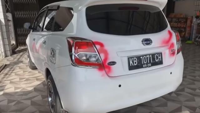 Sepanjang jalan komyos Sudarso Singkawang mobil dicoret pilok