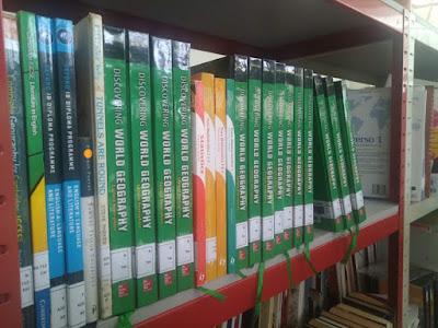 beberapa buku koleksi perpustakaan YIS