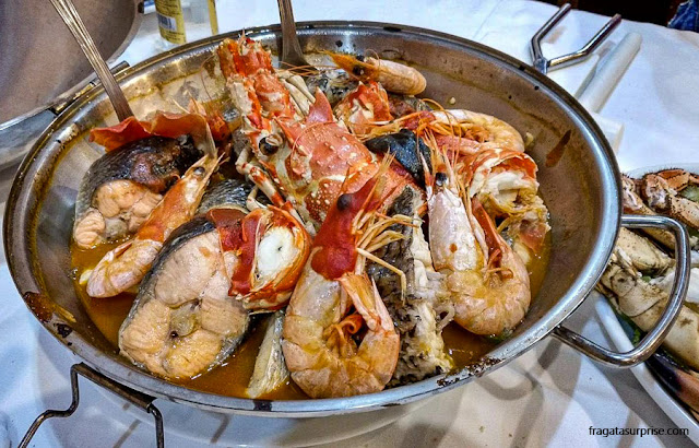 Pratos típicos portugueses: cataplana de mariscos