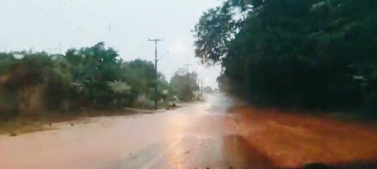 """Roncador: """"Mais um dia de chuva, mais um dia de transtornos""""!"""