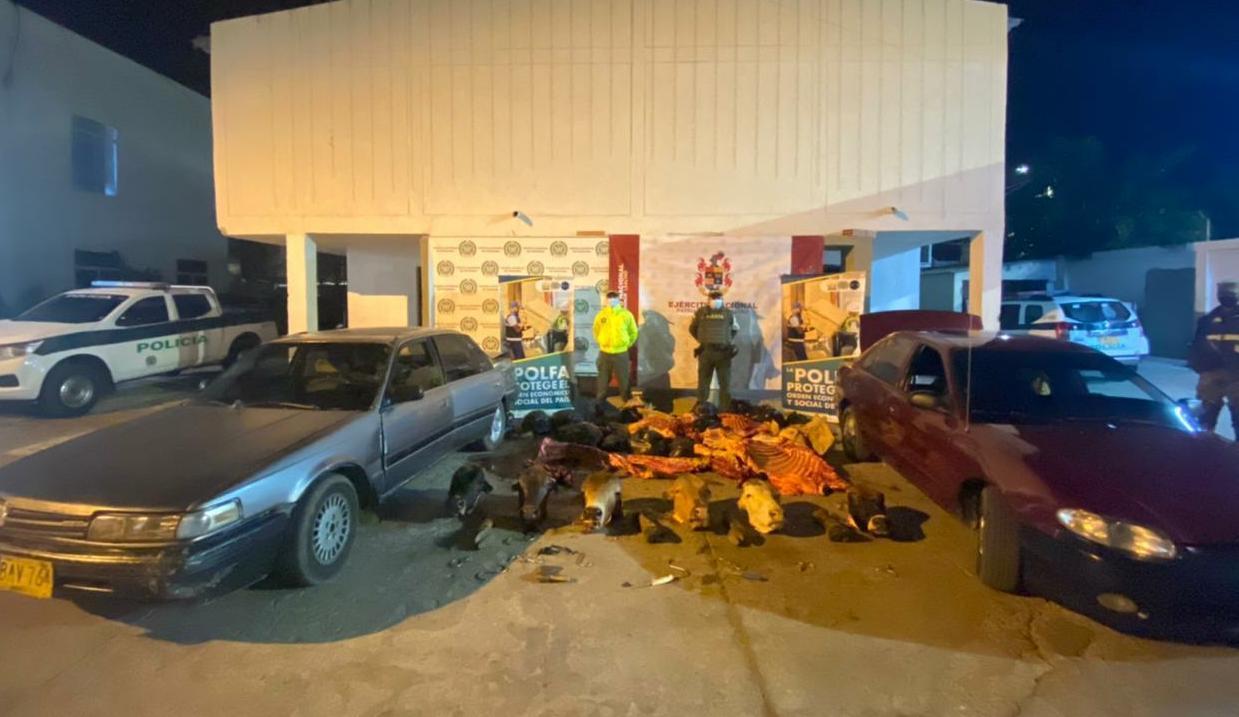 hoyennoticia.com, Llevaban mil 300 kilos de carne en dos automóviles