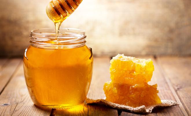 Miel de abeja para el dolor de garganta