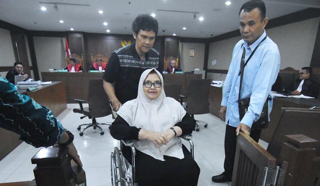 Tak Peroleh Asimilasi, Siti Fadilah Kecewa Pada Yasonna: Mbah-mbah itu Dipulangkan, kok Saya Tidak?