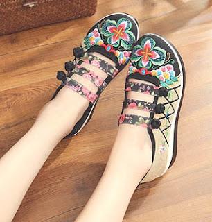Model sepatu mary jane untuk wanita berkaki besar