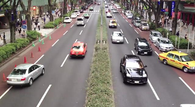 表参道の車道を定点カメラで撮影した動画が面白い