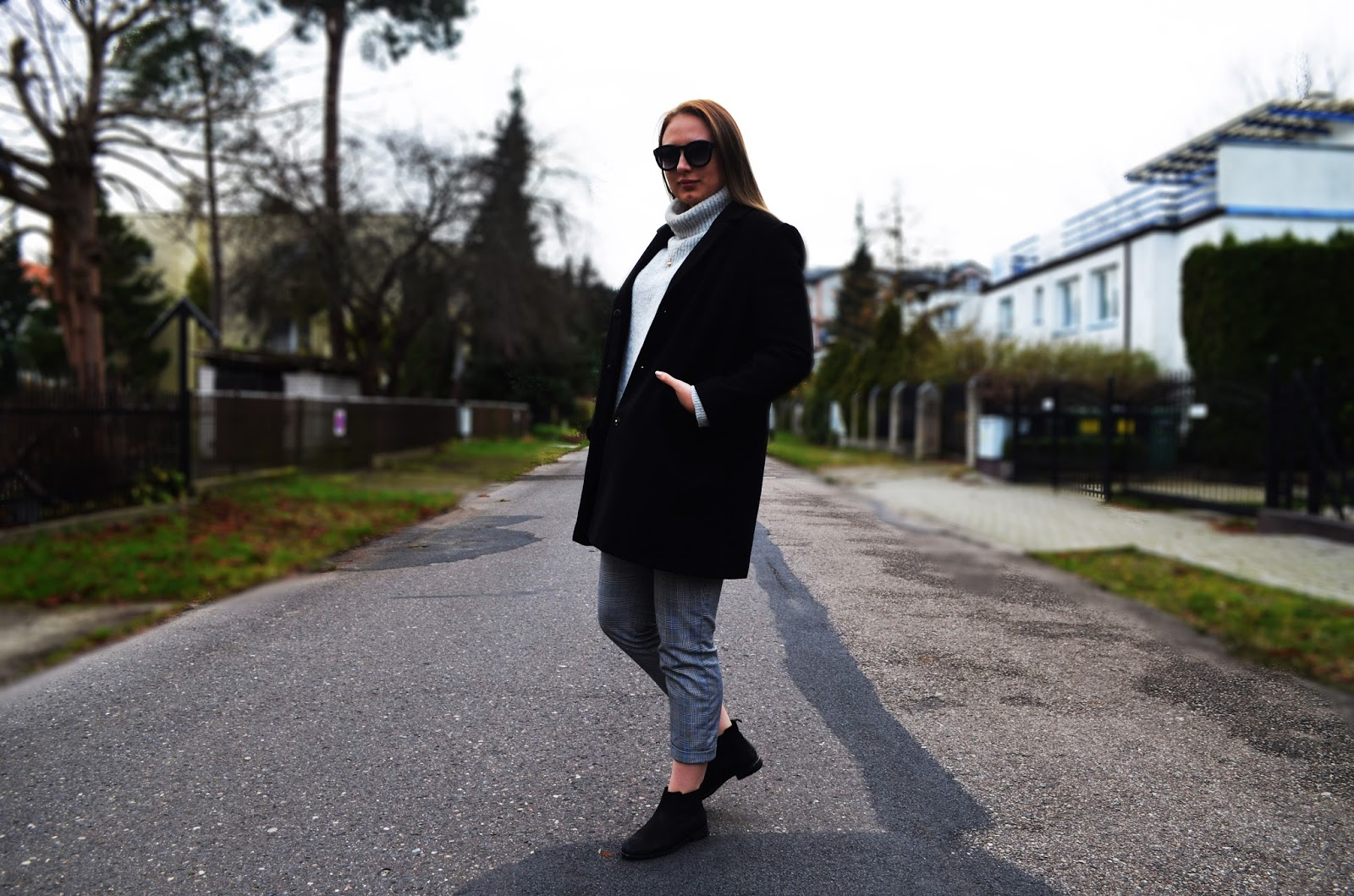 GREY SWEATER & SECOND HAND COAT
