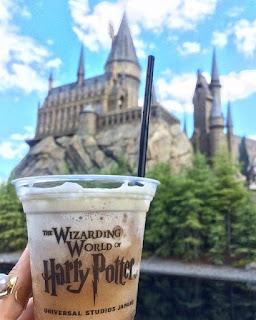 Castle HArry Potter yang ikonik saat memasuki Universal Studios Osaka