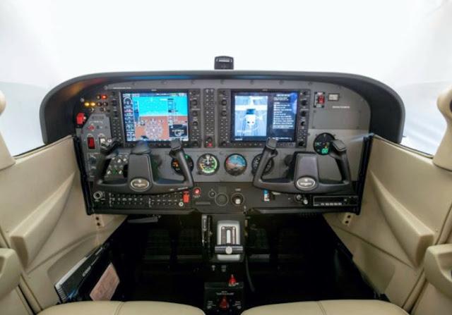 Cessna Skyhawk cockpit