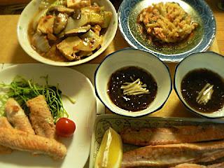 夕食の献立 鮭腹塩焼き 白菜炒め物 モズク 惣菜かき揚げ