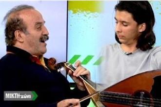 Ο Νίκος Τζώρτζογλου παίζει λύρα και τραγουδά στην Κρήτη TV!