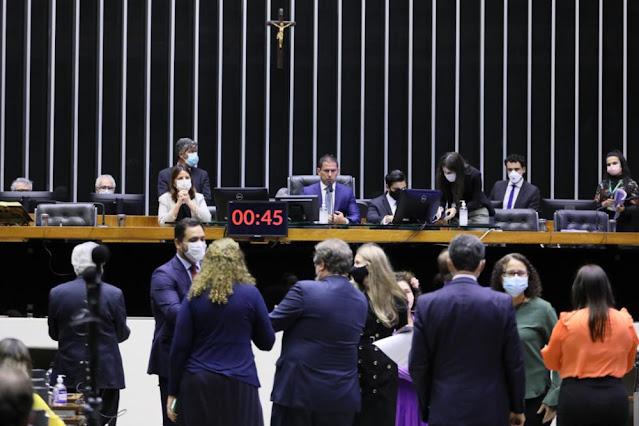 Congresso derruba veto e permite formação de federação partidária