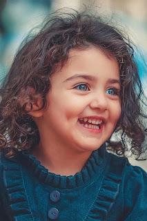 صورة بنت صغيرة بأبتسامة ساحرة حلوة اوى ، صور بنت جميلة جدا