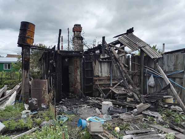 (ФОТО) Пожар, сгорела баня, дети получили ожоги
